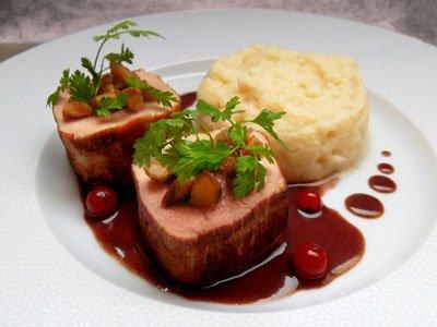 Noisettes de veau, sauce grand veneur et purée de pomme-céleri dans 3 - PLATS noisettesveaugrandveneurceleri