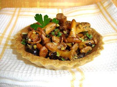 Tartelette aux girolles et olives noires dans 2 - ENTREES tartelettegirolles