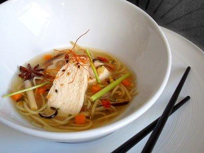 Blanc de poulet dans son bouillon asiatique dans 3 - PLATS pouletbouillonasiatique