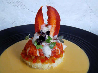 Homard sur un chutney d'ananas et poivron rouge, sauce thaï dans 2 - ENTREES homardchutneyananaspoivronthai